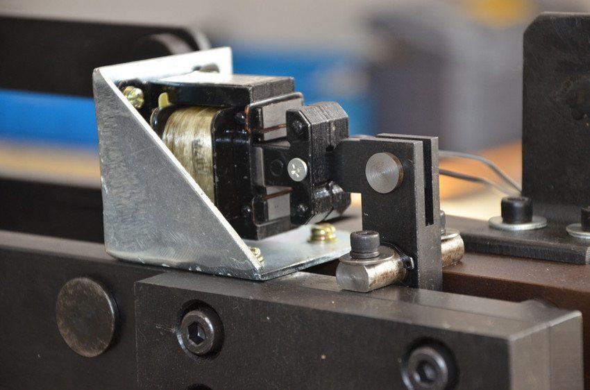 SF-520 paper cutter inside