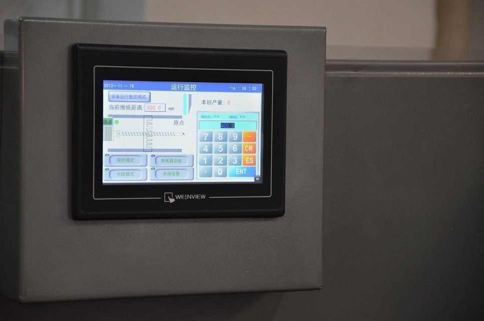 SF-520 paper cutter touch screen